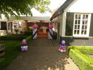 Communie decoratie met ballonnen bij een communiefeest